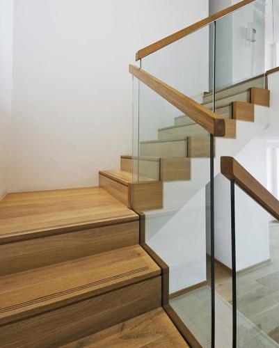 Eiken trap behandeld met 'onbehandelde look' lak Eco Wood 2K